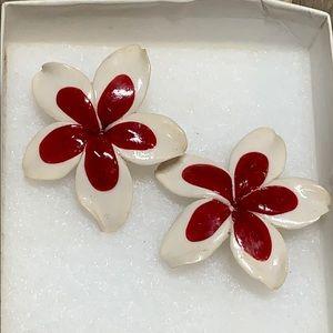 Vintage clip on flower earrings super cute